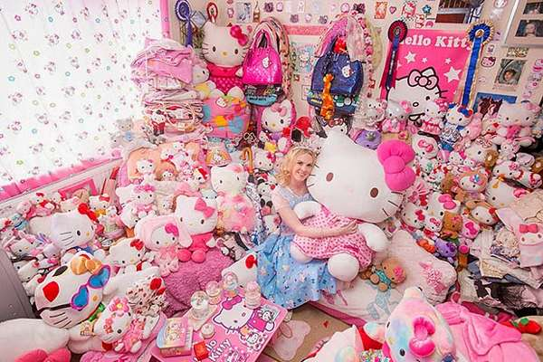 2-Hello-Kitty-Bedroom-doll-colletion